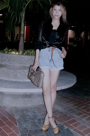 brown bag - gold maria shoes - black Mostaza blouse - blue Lee shorts - black St
