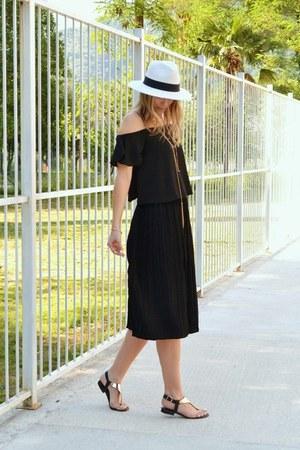 black asos top - Aldo necklace - black culottes Sheinside pants - Aldo sandals