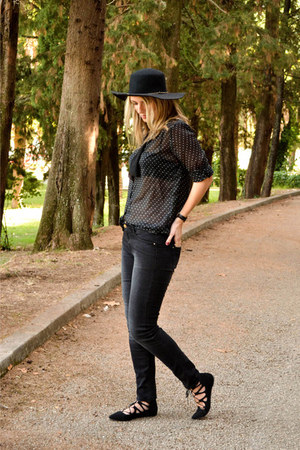 black Stradivarius jeans - black Stradivarius hat