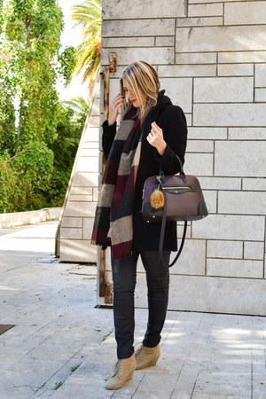 beige Zara boots - black Zara coat - crimson Stradivarius scarf