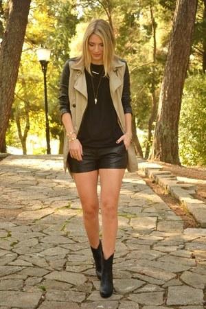 H&M bracelet - beige New Yorker coat - black faux leather Terranova shorts