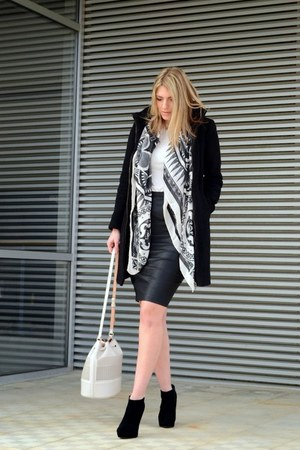 black Zara coat - black new look boots - off white printed H&M scarf