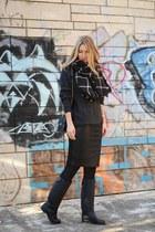 black quilted Zara boots - dark gray Pull & Bear sweater - black Zara scarf