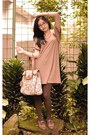 Brown-oxford-shoes-nude-indonesian-dress-white-indonesian-bag