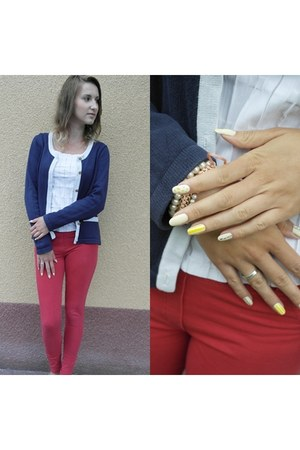 red jeans pants