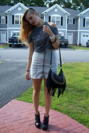 silver Steve Madden dress - charcoal gray DOE top - black Aldo wedges