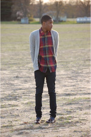 vintage shirt - Charles & 12 cardigan - Levis jeans - bostonian shoes