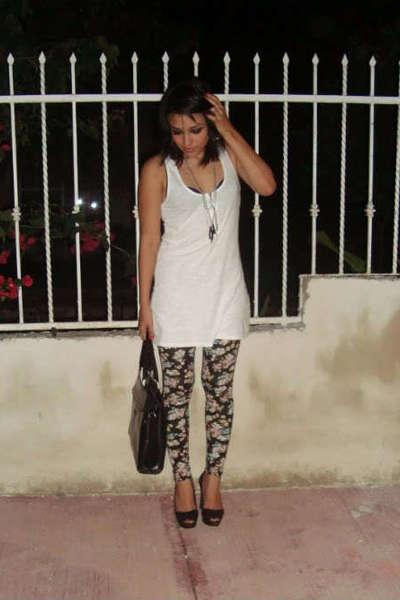 Xhilaration Silver Glitter Shoes Girls Size: 4
