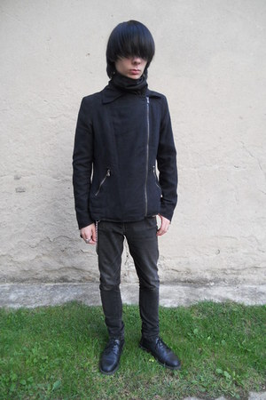 black Deichmann shoes - black Denim Co jeans - black Gate jacket
