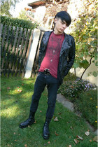 black Deichmann shoes - black Denim Co jeans - brick red New Yorker t-shirt