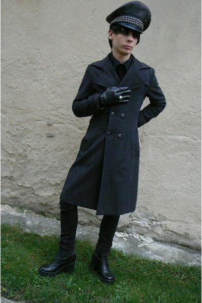 black Skechers boots - black George jeans - black humanic gloves