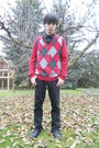 Black-deichmann-shoes-black-levis-jeans-ruby-red-thrifted-sweater