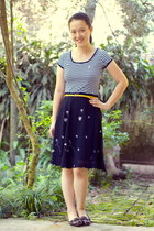 navy striped shirt - navy floral skirt - gold Target belt