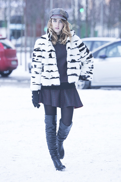 leather strategia boots - fur mink Carlo Ramello coat - plaid Grevi hat