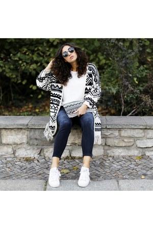 Yoins cardigan - Adidas sneakers