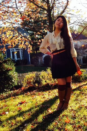 beige polka dots Khols blouse - bronze boots - crimson H&M socks