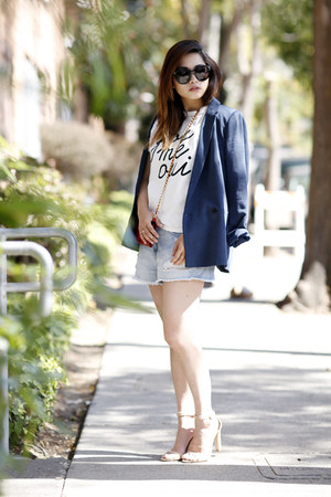 navy Aritzia blazer - red Prada bag - nude Zara sandals