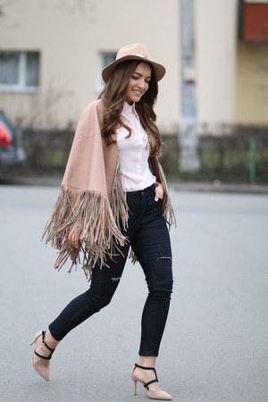 Romwecom cape - Sheinsidecom jeans - abaday shirt