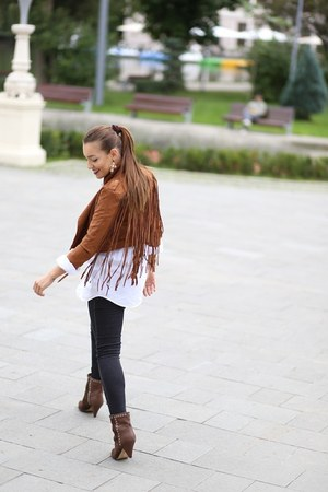Jessica Buurman boots - Romwecom jacket