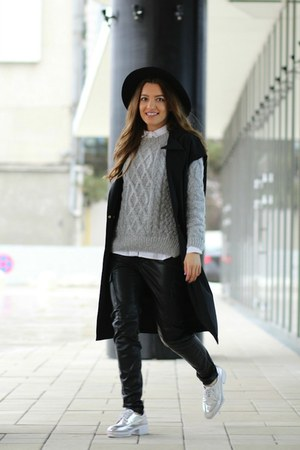 Romwecom shoes - abaday sweater