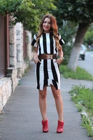 Sheinsidecom t-shirt - Sheinsidecom skirt - Aldo heels