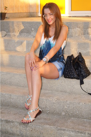 Local store bag - Oasis top - frem Greece sandals