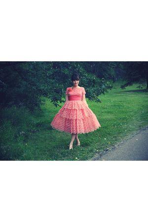 pink vintage dress - gold vintage shoes - gold Mums necklace - pink vintage acce