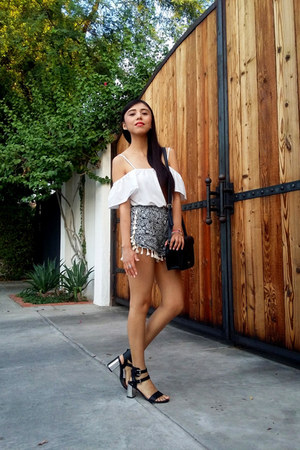 Forever 21 bag - Sheinside shorts - Sheinside blouse - JustFab sandals