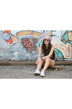 Converse shoes - American Apparel shorts - Forever 21 t-shirt