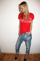 light blue Zara jeans - red GINA TRICOT t-shirt - black Zara heels