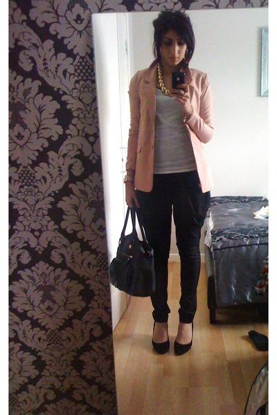 light pink hum blazer black french connection bag black cos pants