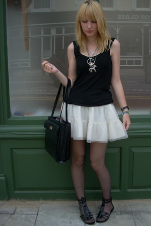 t-shirt - skirt - shoes - belt
