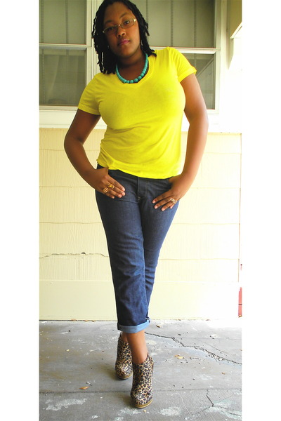yellow Outlooks t-shirt - blue Old Navy jeans - brown wild diva boots - blue Wal