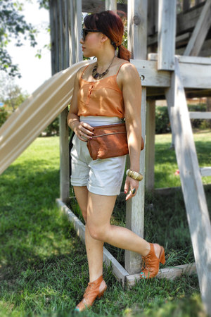 tawny Jeffrey Campbell heels - carrot orange H&M shirt