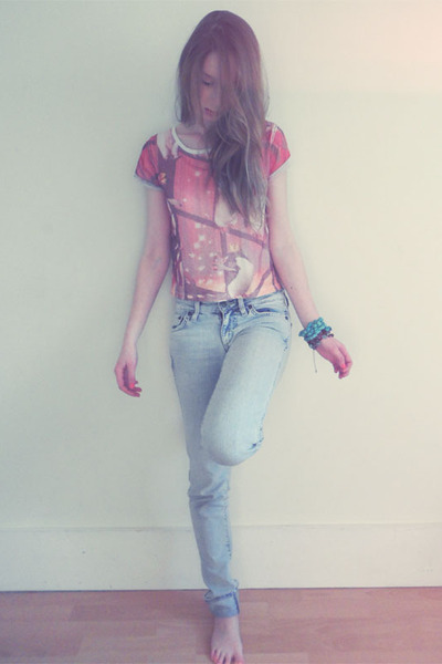 River Island t-shirt - H&M jeans - Forever 21 bracelet
