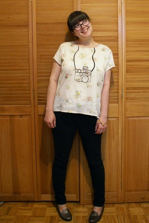 eggshell yumi top - black H&M pants - gold Ardene bracelet - silver loafers
