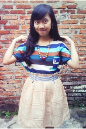 skirt - blouse - necklace