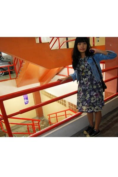 unknown jacket - unknown dress - itsnieworld necklace - kuyagaya purse - Convers