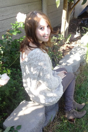 eggshell abercrombie and fitch sweater - camel ankle n report boots