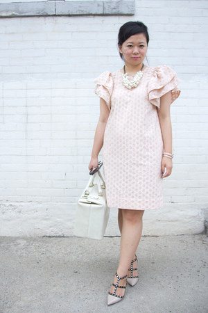 light pink puffed sleeves Front Row Shop dress