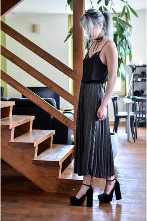black Pimkie top - charcoal gray H&M skirt - black pull&bear heels