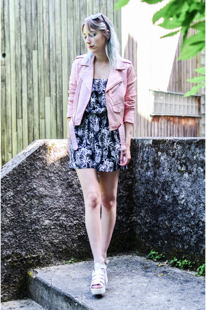 light pink Zara jacket - black gemo romper