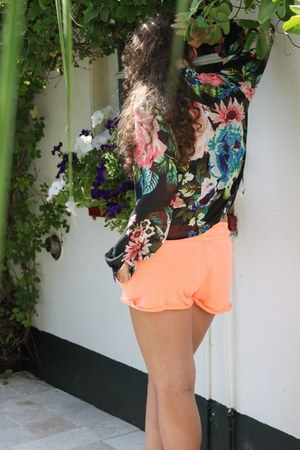 flowered sheer H&M blouse - neon Primark shorts - poco loco heels