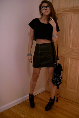 SilenceNoise top - SilenceNoise skirt - Topshop accessories - Sam Elderman shoes