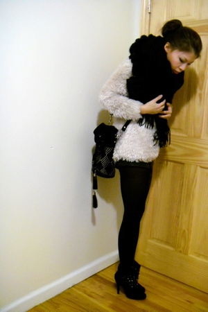H&M top - Forever 21 shorts - Zara boots
