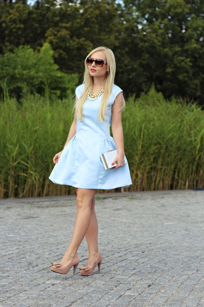 white bags shoes light blue dresses brown