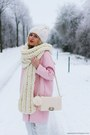 Light-pink-coat-light-blue-jeans-ivory-hat-ivory-scarf-ivory-bag