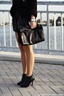 Black-boots-black-sweater-black-zara-bag-black-shorts-silver-necklace