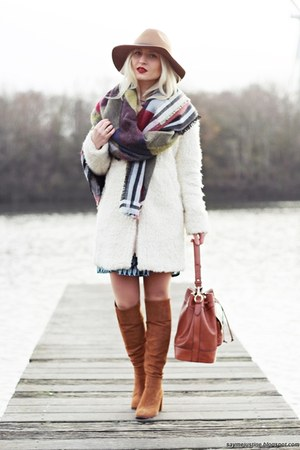 burnt orange shoes - cream coat - camel hat - olive green scarf - tawny bag