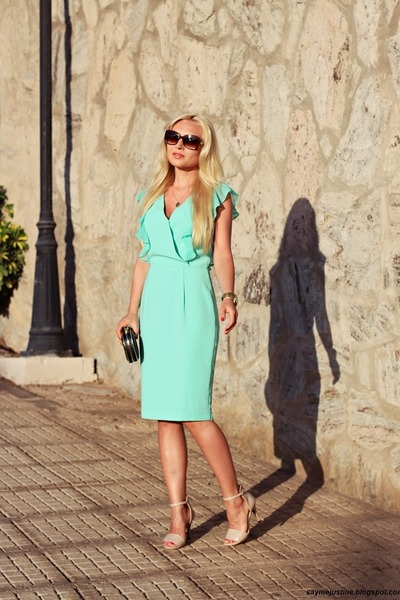 Aquamarine-dress-black-bag-brown-sunglasses-neutral-sandals